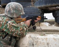 Участники конфликта в Карабахе снова обвинили друг друга в нарушении перемирия
