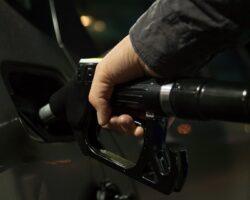 Черкесск возглавил рейтинг столиц СКФО по дороговизне бензиновых цен