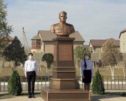 В Дагестане установлен бюст героя-летчика