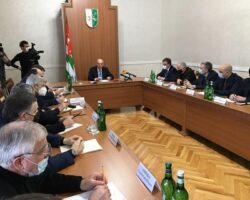 Президент Абхазии потребовал навести порядок в энергопотреблении республики